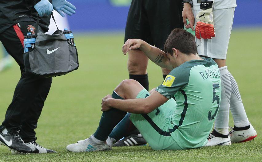 Raphael Guerreiro podrá seguir en la Copa Confederaciones con Portugal porque su lesión no es tran grave. (Foto Prensa Libre: AP)