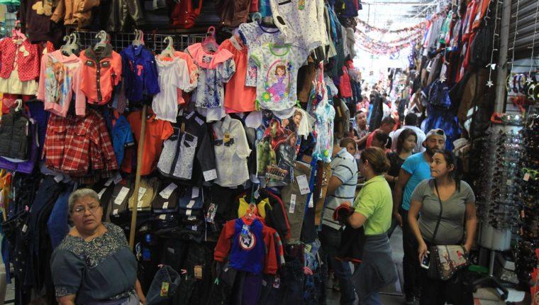 La intendencia de Fiscalización presentó el plan para el próximo trimestre que es cuando mayor movimiento de actividad comercial se registra por las fiestas de fin de año. (Foto Prensa Libre: Hemeroteca)