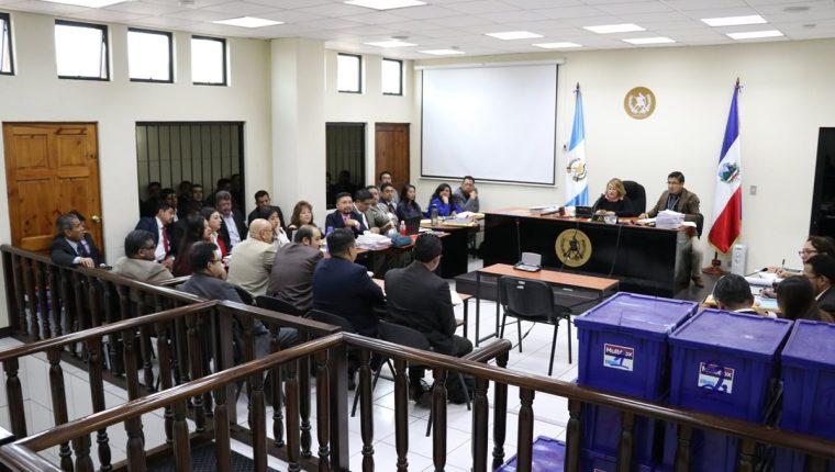 La audiencia se realiza en el Juzgado de Mayor Riesgo de Quetzaltenango. (Foto Prensa Libre: María Longo)