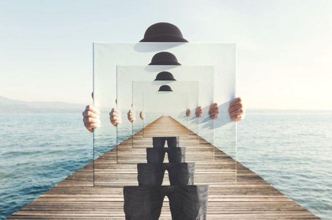 Los espejos han sido, a lo largo de la historia, fuente de fascinación para diferentes culturas y pueblos (GETTY IMAGES)