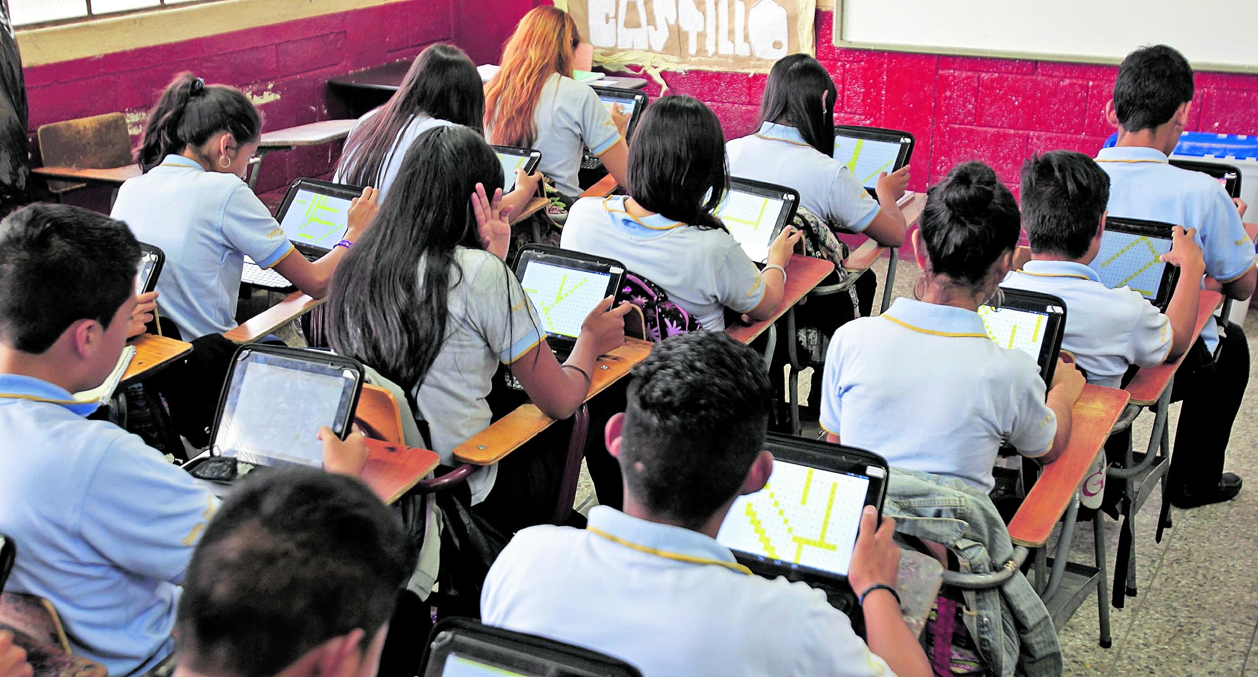 La mayoría de las denuncias realizadas en la Diaco hacia colegios son por cobro indebidos en las colegiaturas e inscripciones. (Foto Prensa Libre: Hemeroteca PL)