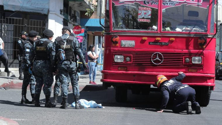 """Siete personas fueron heridas, incluyendo a """"la Ranflerita"""" en la explosión de un artefacto en la zona 7. (Foto Prensa Libre: Juan Diego González)"""