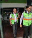 Álvaro Arzú, durante un ejercicio de simulacro de sismo en la municipalidad capitalina. (Foto Prensa Libre: Erick Avila)