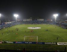 El estadio Mario Camposeco tiene una deuda de consumo de energía eléctrica de 20 años, sin embargo los directivos de Xelajú MC indican que hubo exoneración. (Foto Prensa Libre: Raúl Juárez)