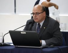 Abel Cruz, durante la presentación de su plan de trabajo al directorio de la SAT. (Foto Prensa Libre: Hemeroteca PL)