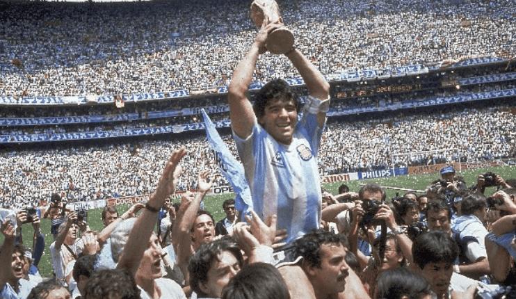 Diego Armando Maradona levantó por última vez la Copa del Mundo para Argentina en 1986. (Foto Prensa Libre: Hemeroteca PL)