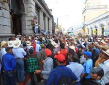 Ganaderos manifestaron en febrero pasado frente al Congreso exigiendo la aprobación de la Ley de Incentivo Agropecuario. (Foto Prensa Libre: Hemeroteca)