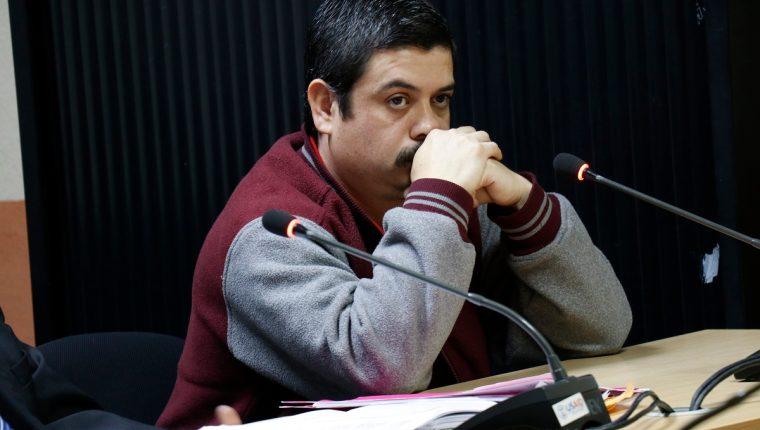 Julio José Villar Galindo, durante la audiencia en la que el MP intentó agregarle otro delito luego de haber atropellado a una pareja y su bebé, quien falleció en el lugar del percance, en San Lucas Sacatepéquez. (Foto Prensa Libre: Julio Sicán)