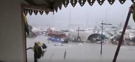 El huracán Irma tocó tierra en la isla de San Martín y causó gran cantidad de destrozos. (Foto Prensa Libre: Captura tomada de Youtube)