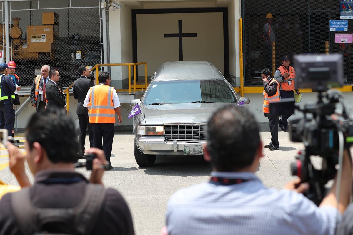 Familiares reciben cuerpo de Claudia Patricia Gómez