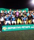 Los jugadores del Deportivo Petapa y Chiantla se unieron en la foto antes del inicio del partido. (Foto Ligagt).