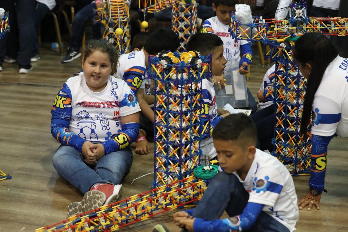 Niños y jóvenes destacan en la robótica