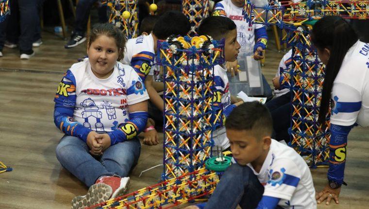 Más de 4 mil estudiantes se reunieron este jueves para demostrar sus habilidades en la mecánica, programación y electrónica. (Foto Prensa Libre: Anna Lucía Ibarra).