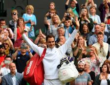 Roger Federer está feliz por poder participar en su final 11 en Wimbledon. (Foto Prensa Libre: AFP)