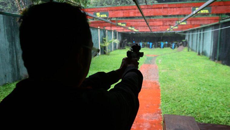 En Guatemala hay registradas 547 mil armas de fuego y entre enero y junio de este año se han comercializado legalmente 13 millones de municiones. (Foto Prensa Libre: Álvaro Interiano)