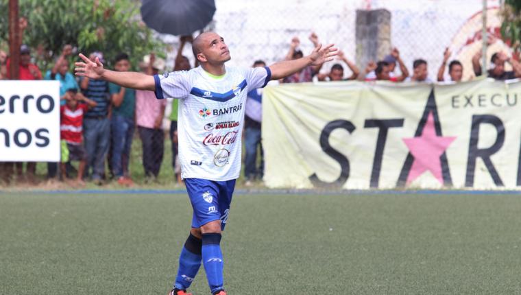 Janderson Pereira se ha convertido en un jugador vital para Cobán Imperial. (Foto Prensa Libre: Raúl Juárez)