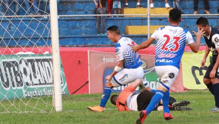 Kevin Santamaría participó en la acción del tercer gol de Suchitepéquez que le dio el triunfo contra Comunicaciones. (Foto Prensa Libre: Cristian Soto).