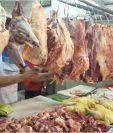 Los consumidores guatemaltecos percibirán el incremento de Q2 a la libra de carne de res a partir de hoy. (Foto Prensa Libre: Urías Gamarro)