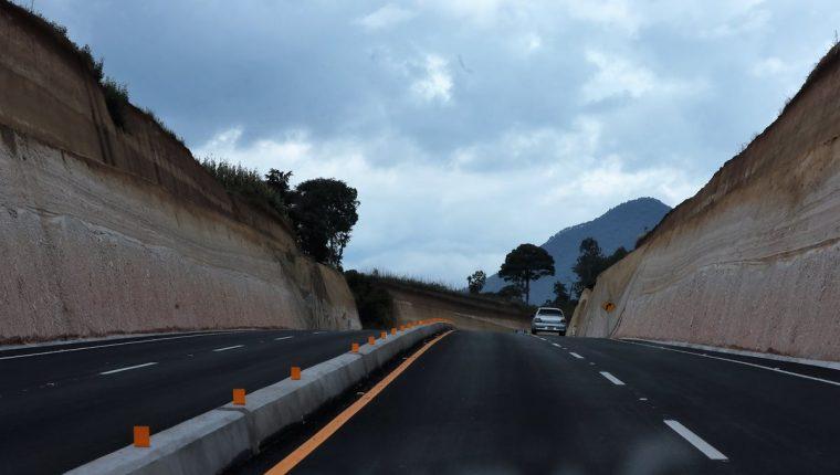 Los primeros 7.5 kilómetros del Libramiento de Chimaltenango quedaron habilitados este martes. (Foto Prensa Libre: César Pérez Marroquín)