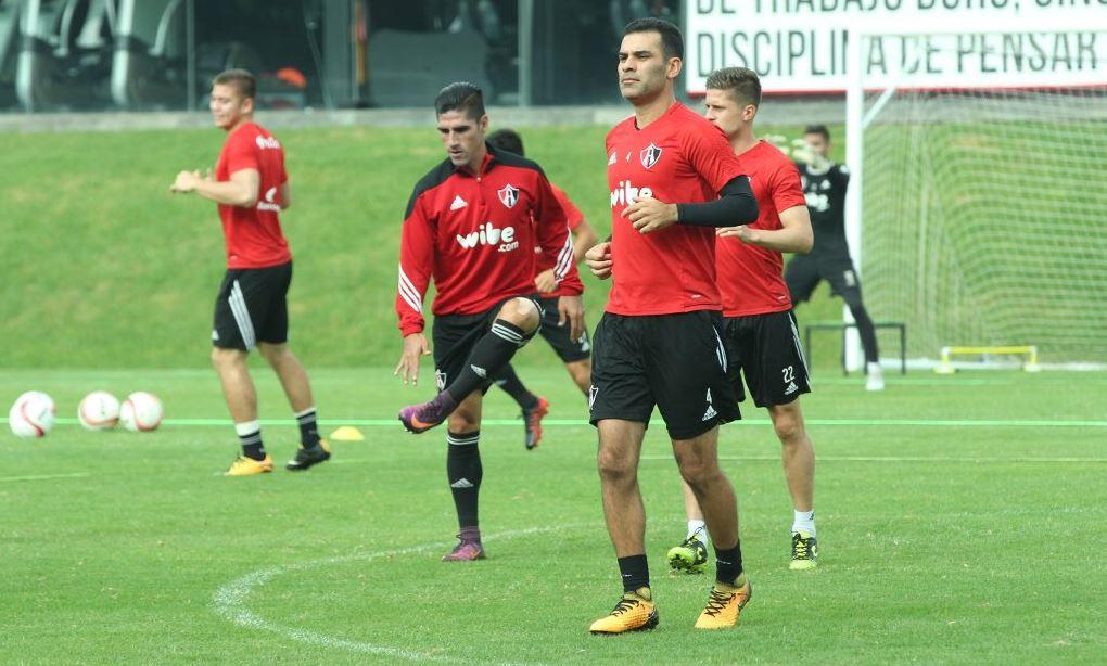 El internacional mexicano, Rafael Márquez, regresó a los entrenamientos con el Atlas para continuar en forma física. (Foto Prensa Libre: Atlas)