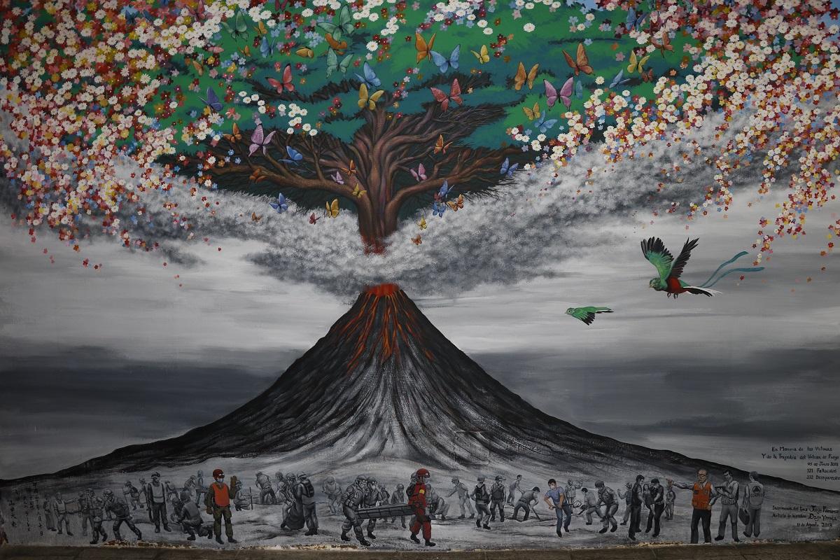 Mural elaborado por Daijo Yamada, artista japonés, en homenaje a las víctimas de la erupción del Volcán de Fuego. (Foto Prensa Libre: Julio Sicán)