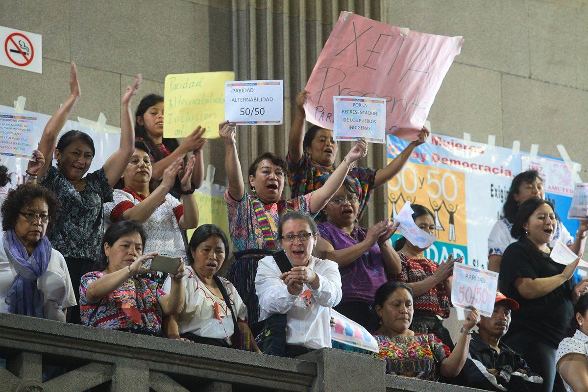 Diputados excluyen de reformas electorales la participación de mujeres y de indígenas