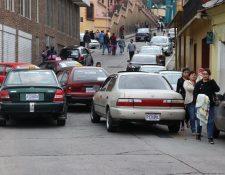 Durante tres horas, taxistas de San Marcos bloquearon las entradas al municipio, para protestar contra la circulación de unidades de Esquipulas Palo Gordo. (Foto Prensa Libre: Whitmer Barrera)