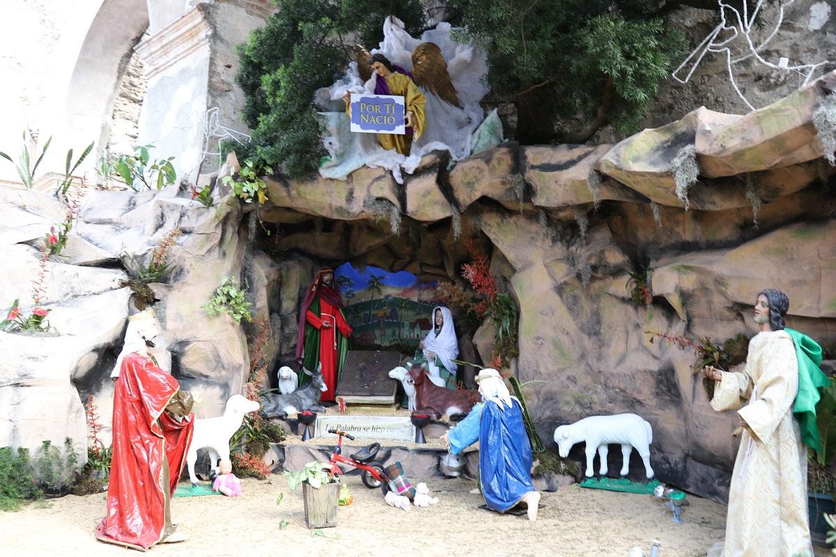 Nacimiento franciscano resalta los misterios del Santo Rosario