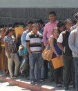 Según estudio sobre empleo juvenil de Asies en 2002 casi dos de cada tres asalariados jóvenes percibían un ingreso igual o menor al salario mínimo, en tanto que para 2017 esa situación afecta a cuatro de cada cinco. (Foto Prensa Libre: Hemeroteca)