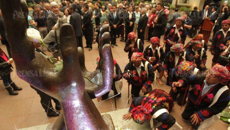 Unas 200 mil víctimas mortales dejó el conflicto armado interno, según la Comisión para el Esclarecimiento Histórico. (Foto Prensa Libre: Hemeroteca PL)