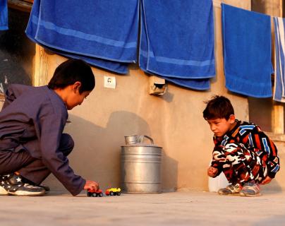 Murtaza Ahmadi, el niño afgano famoso por la camiseta de Messi, abandona su casa por la guerra