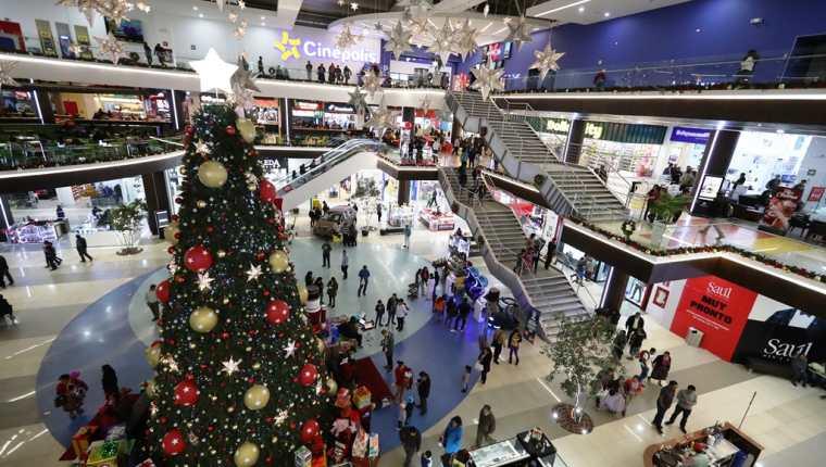 Para atraer consumidores y crear experiencias de Navidad, los centros comerciales preparan diversas actividades para los quetzaltecos y habitantes de la región. (Foto Prensa Libre: Mynor Toc)