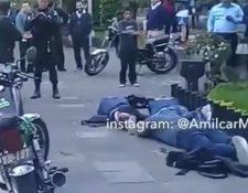 PNC custodia a los tres sospechosos detenidos en la Avenida de La Reforma.