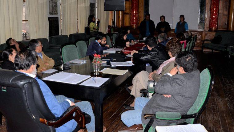 Miembros del comité organizador de la San Silvestre se reunieron con el Concejo Municipal de Quetzaltenango, pero no llegaron a ningún acuerdo. (Foto Prensa Libre: Raúl Juárez)