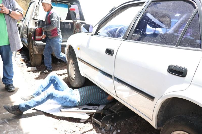 Daños en vehículos por baches afectan economía de quetzaltecos