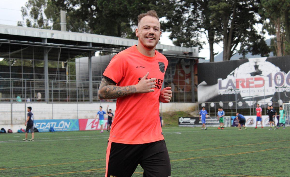 El brasileño Geovane Batista Lobo, de 25 años, se formó junto a Neymar Junior. (Foto Prensa Libre: Raúl Juárez)