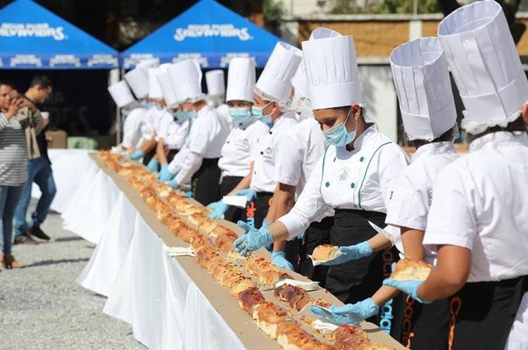 El chef y panadero Francisco Barrera, año con año diseña un montaje diferente.