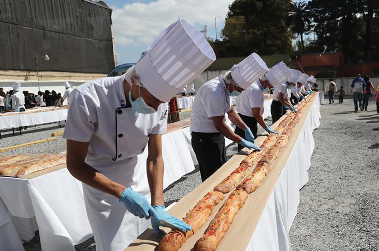 La costumbre de partir la Rosca de Reyes se origina en la Edad Media en Francia.