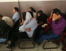 En el Tribunal Sexto Penal comparecieron 26 personas señaladas como imitadores de pandilleros. (Foto Prensa Libre: Kenneth Monzón)