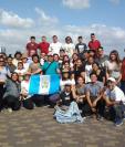 Un grupo de jóvenes guatemaltecos ya instalados en la ciudad de Panamá. (Foto: Delia Franco)