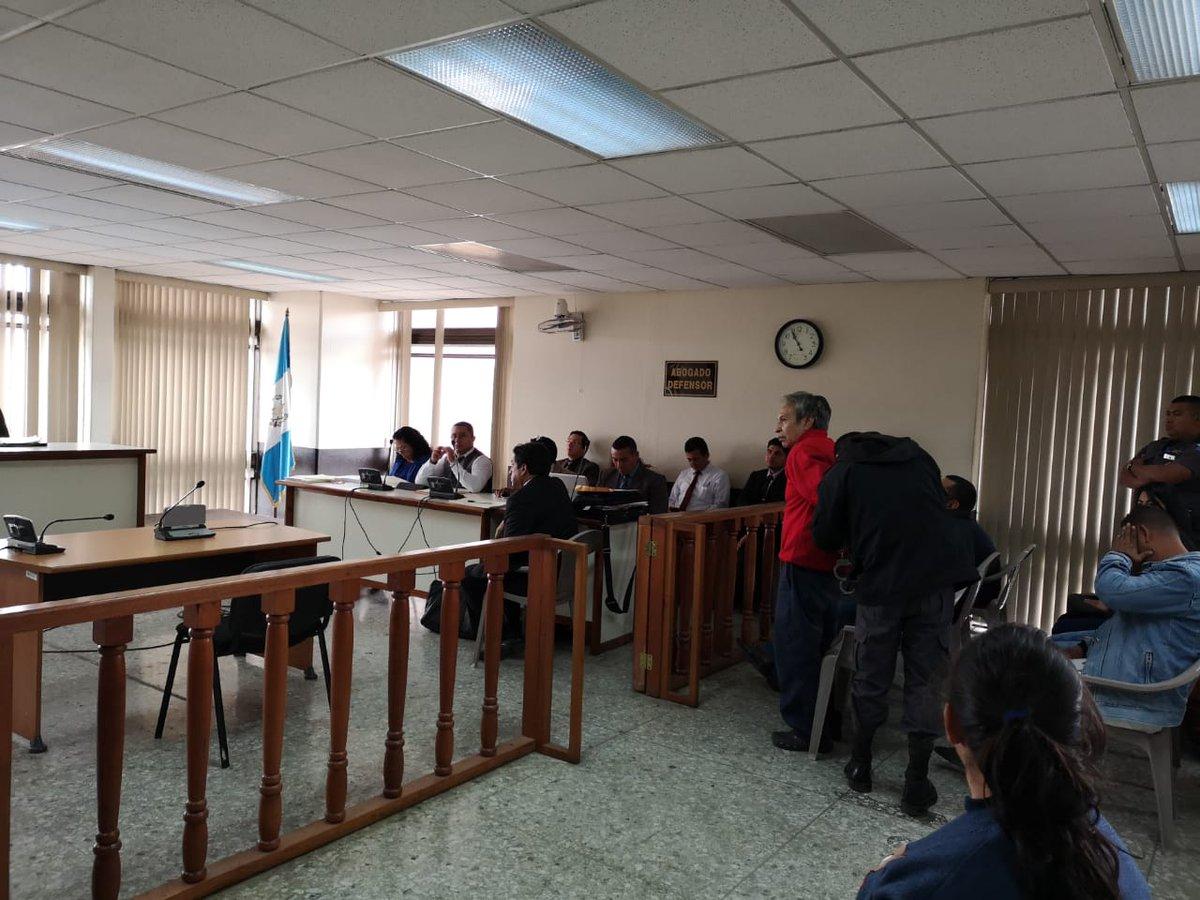 El Tribunal Tercero Unipersonal Penal conoce el debate contra 12 personas que se hacían pasar por pandilleros para cobrar extorsiones a transportistas. (Foto Prensa Libre: Kenneth Monzón)