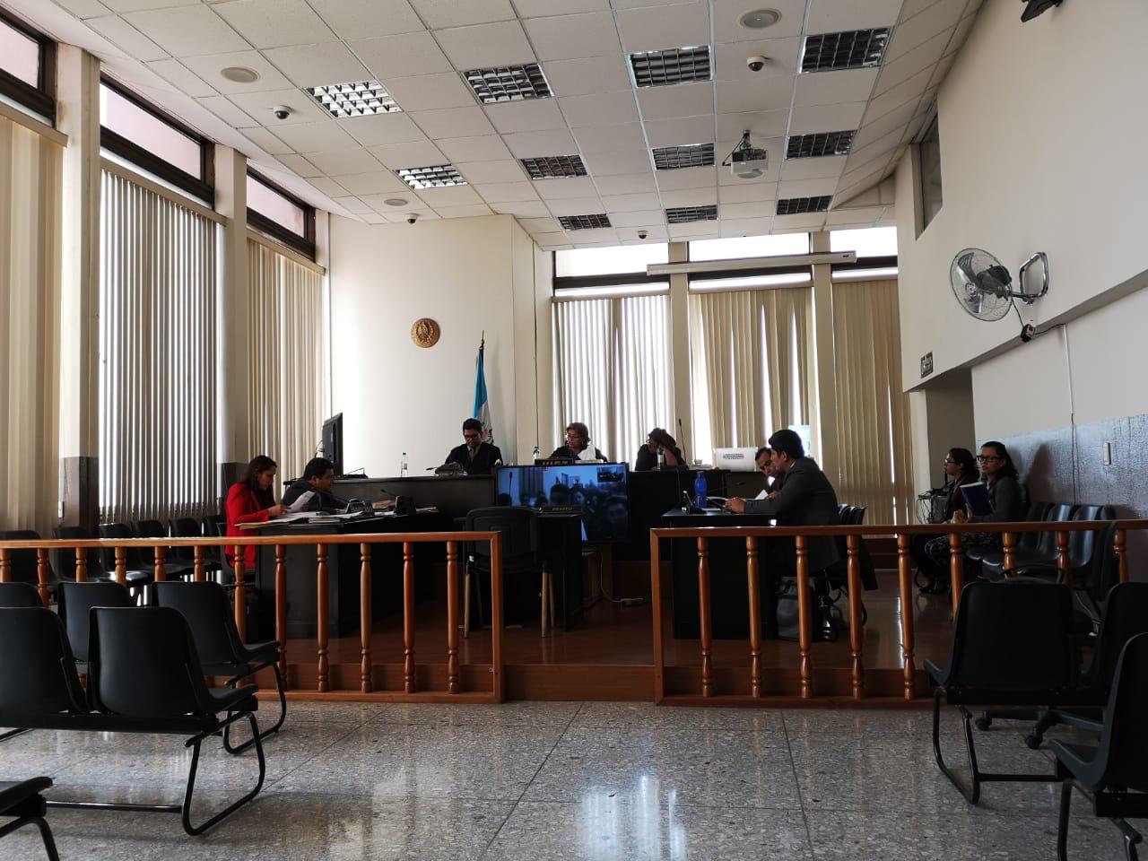 """El """"videojuicio"""" se desarrolla en el Tribunal Sexto Penal, que preside  Amparo Rivas. (Foto Prensa Libre: Kenneth Monzón)"""