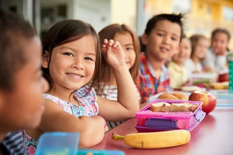 La lonchera bien planificada se convierte en una aliada de la alimentación sana. (Foto Prensa Libre: servicios)