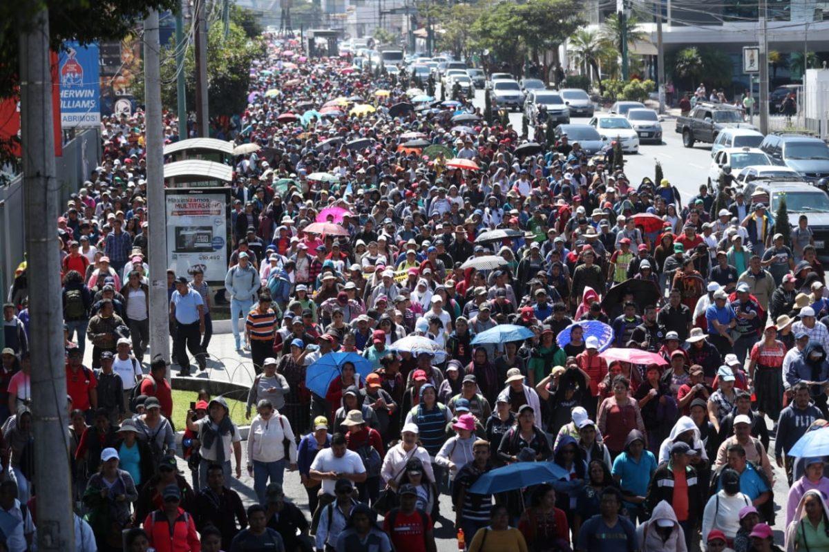 Maestros y salubristas denuncian persecución contra los pactos colectivos