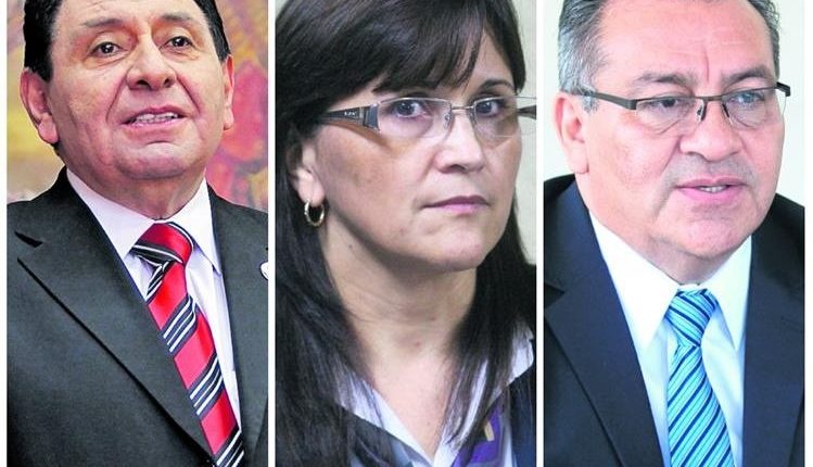 Los magistrados titulares de la CC, José Francisco de Mata Vela (izquerda), Gloria Patricia Porras y Bonerge Mejía. (Foto Prensa Libre: Hemeroteca)