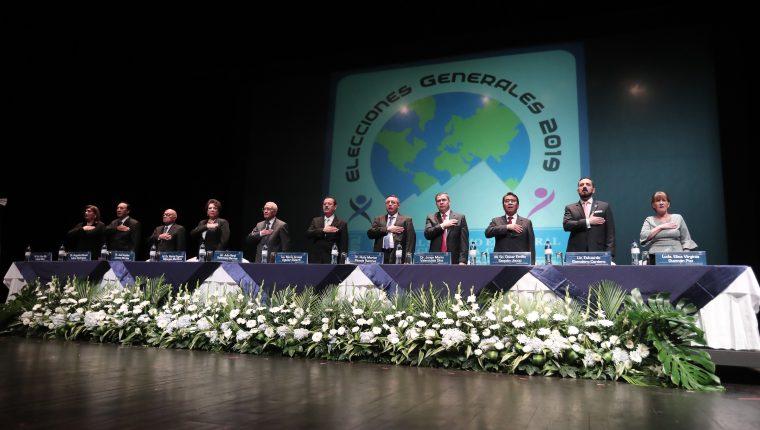Magistrados del TSE revisan el reglamento, que ha sido considerado como una censura a los medios, el cual se mantienen vigente. (Foto Prensa Libre: Hemeroteca PL)