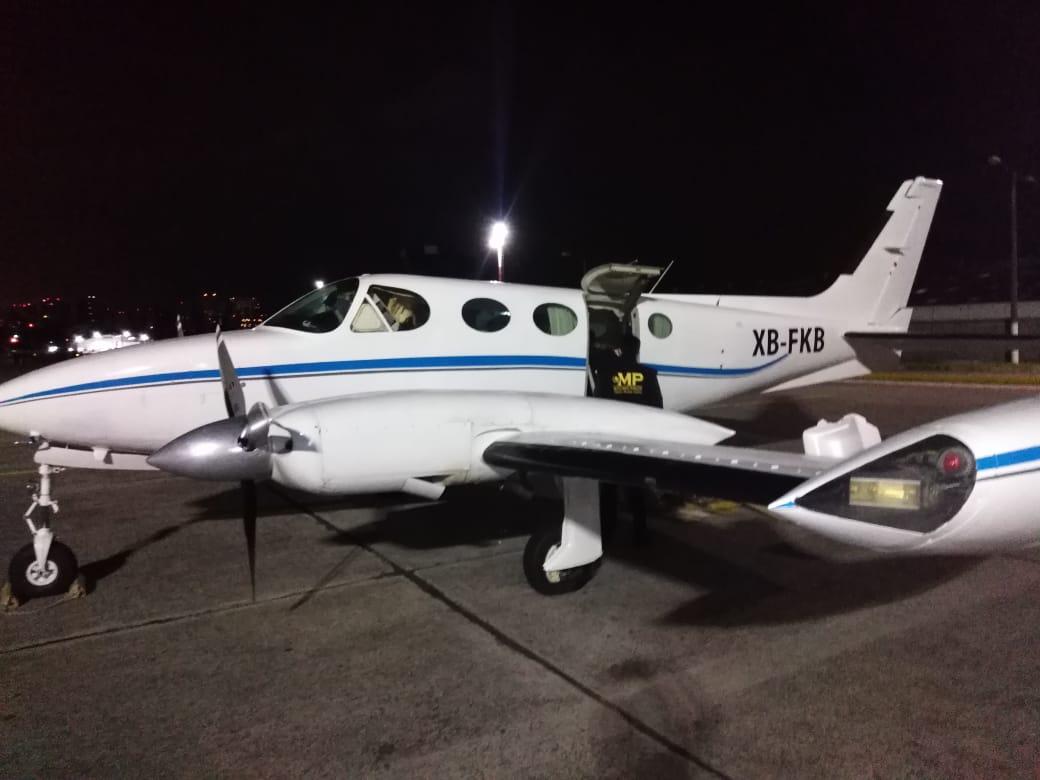 Esta es la avioneta donde fue encontrado el dinero. (Foto Prensa Libre: MP)