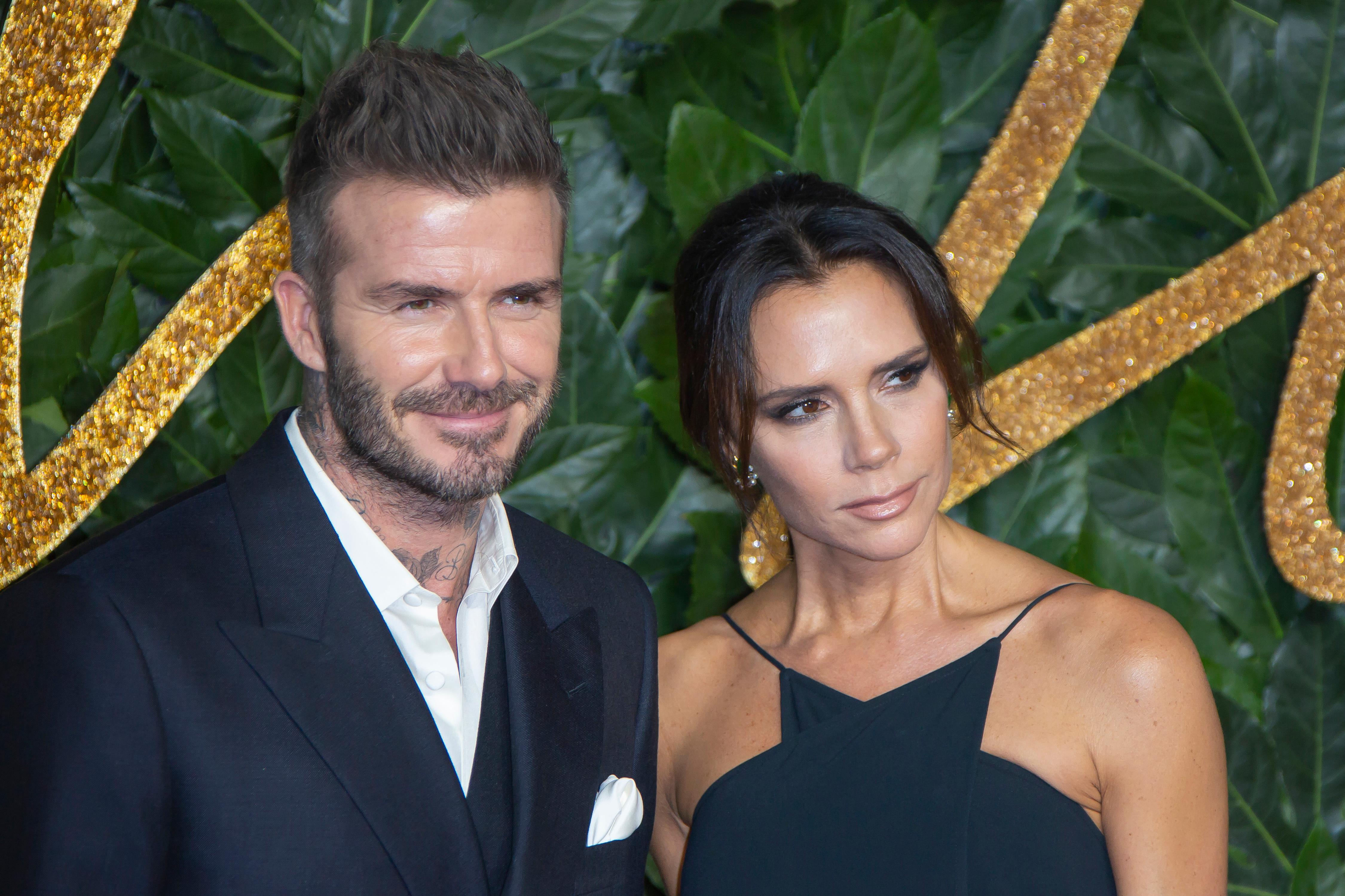 David y Victoria Beckham  La pareja que brilló en una noche de moda –  Prensa Libre 83b26884e70