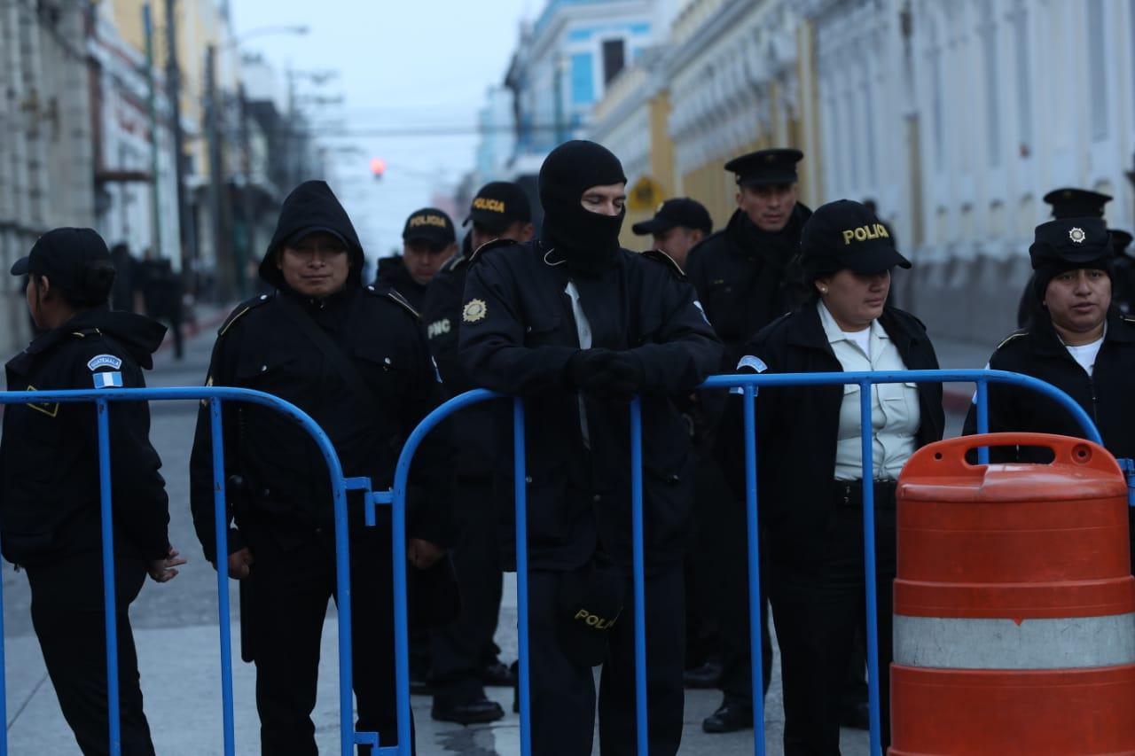 Agentes de la PNC deberán permanecer en los cierres indicados. (Foto Prensa Libre: Esbin García)