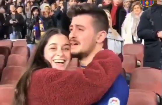 Un aficionado del Barcelona cumplió su sueño en el Camp Nou. (Foto Prensa Libre: Twitter)